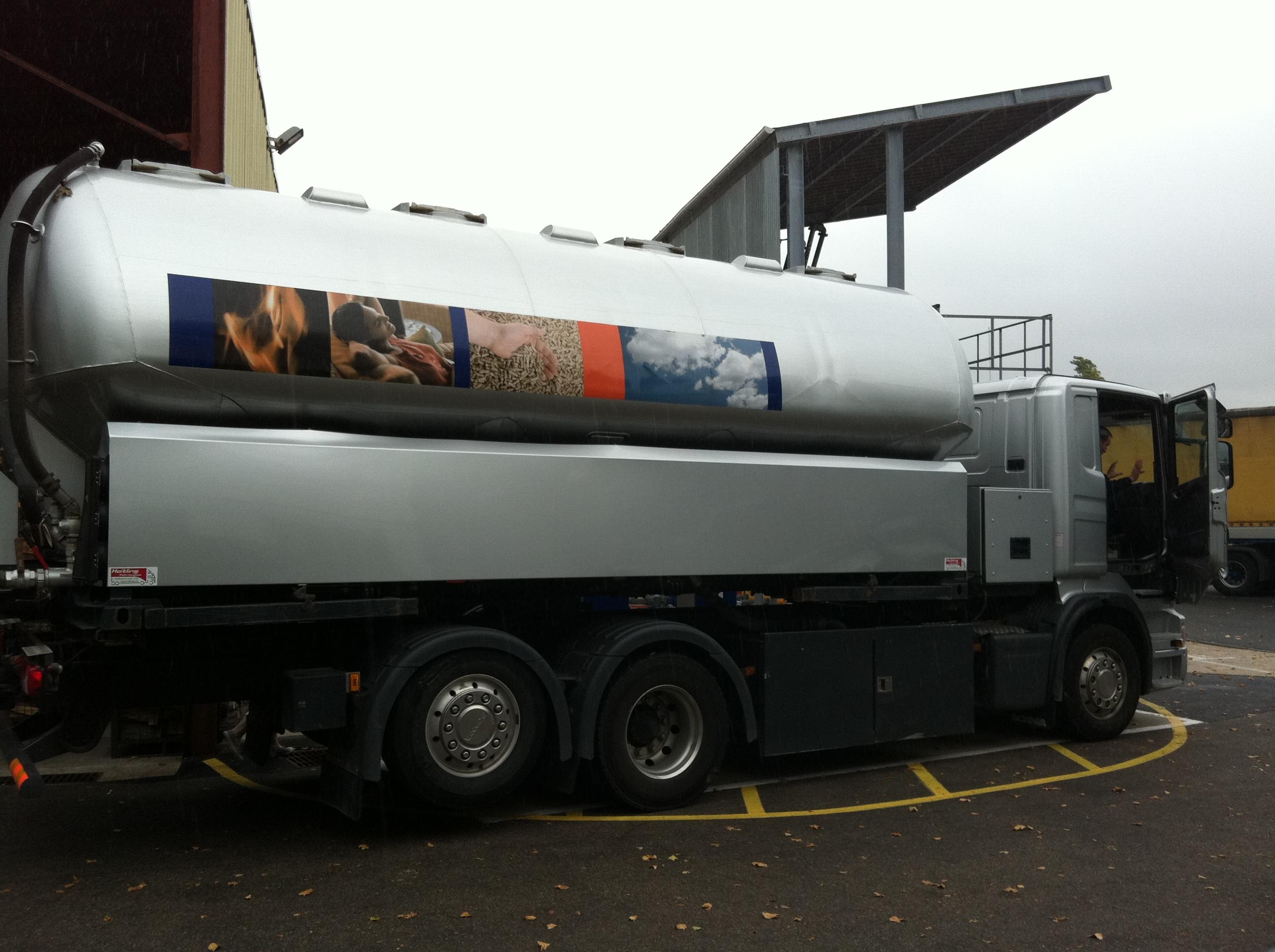 Nouveau camion de granul s de bois en vrac cpe bardout for Vente de bois flotte en vrac